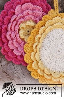 "Free Pattern. Crochet DROPS pot holder in ""Paris"". ~ DROPS Design"