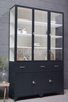 Apothekerskast Ferro 3-7021 |1-1607-002 | Old BASICS IJzeren vitrinekast op maat te bestellen bij WWW.OLD-BASICS.NL Webshop voor maatwerk meubels en oude  meubels BROCANTE - INDUSTRIEEL - VINTAGE