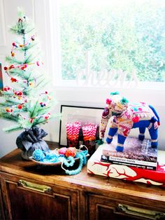 i suwannee: a furbished california christmas Christmas Home, Merry Christmas, Christmas Gifts, Christmas Decorations, California Christmas, Dinning Table, Festival Decorations, Winter Wonderland, Home Furnishings