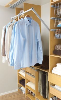 En nedtrekkbar garderobestang gjør at du kan utnytte plassen helt opp til taket Foto: Langlo Walk In Closet, Cabinet, Storage, Interior, Furniture, Home Decor, Clothes Stand, Purse Storage, Decoration Home