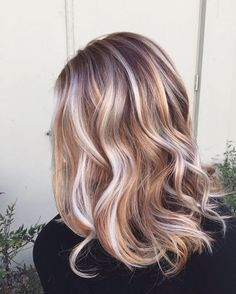 These rose gold hues are giving us those luxe long weekend feels   Image via Pinterest  #cchair #longweekend #weekend #weekendhair #pinkhair #rosegold #rose #rosegoldhair #hair #waves #curls #hairdresser #hairsalon #hairideas #hairgoals #hairinspo #hairoftheday #hairofinstagram