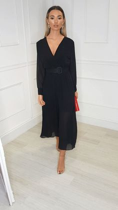 our SARA jumpsuit is perfect to wear as a wedding guest outfit or perfect for a party! Classy Dress, Classy Outfits, Chic Outfits, Modest Dresses, Casual Dresses, Fashion Dresses, Pleated Jumpsuit, Black Jumpsuit, Mode Instagram