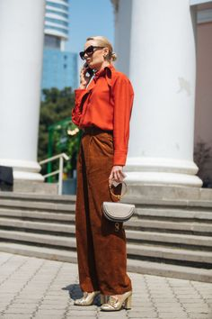 Watching the runways at Fashion Week would make any girl eager to shop, Big Fashion, Autumn Fashion, Fashion Outfits, Fashion Trends, Winter Office Outfit, Office Outfits, Pantalon Large, Pleated Midi Skirt, Blazer