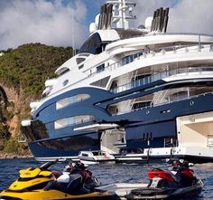 Luxury Yacht that houses awesome jet skis Yachting Club, Bateau Yacht, Yacht Interior, Interior Design, Yacht Boat, Yacht Design, Jet Ski, Submarines, Water Crafts