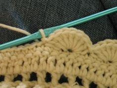 "Easy Crochet Afghans How to crochet an easy scalloped border Start where you are *or* slip stitch, then single crochet into same space. Double crochet into second stitch from hook (call this stitch ""home Crochet Boarders, Crochet Blanket Edging, Crochet Edging Patterns, Crochet Trim, Love Crochet, Learn To Crochet, Double Crochet, Single Crochet, Crochet Stitches"