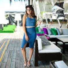 LOOK SLY - Ana Lia do blog Poderosa de Rosa com top cropped e saia lápis jeans do Alto Verão 2017