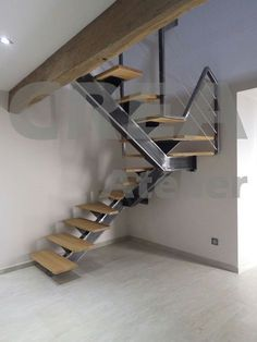 Escalier limon central mono poutre, garde corps déstructuré, câbles tendus, marches chêne Spiral Stairs Design, Home Stairs Design, Interior Stairs, House Design, Stair Handrail, Stair Risers, Escalier Design, Building Stairs, Steel Stairs