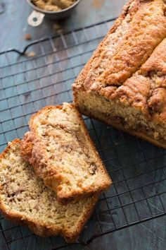 Snickerdoodle quick bread recipe features a perfect swirl of cinnamon sugar and a simple streusel topping! lemonsforlulu.com #SplendaSweeties #SweetSwap