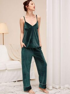 To find out about the Ribbed Velvet Cami Top & Pants PJ Set at SHEIN, part of our latest Night Sets ready to shop online today! Black Jeans Outfit, Black Pants, Velvet Cami, Night Suit, Pj Sets, Green Fashion, Lingerie Sleepwear, Cami Tops, Ladies Dress Design