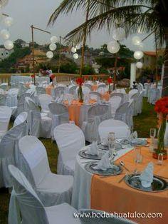 Ambientalización en color naranja ideal para tu boda en playa por Bodas Huatulco