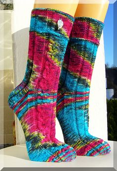 """Einsames, trändendes Herz"" (Socken) - wolletraums Webseite! Crochet Socks, Knitting Socks, Hand Knitting, Knit Crochet, Knit Socks, Cactus Socks, Grey Socks, Purple Cat, Cute Socks"