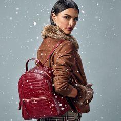 Studio F Colombia Let It Snow, Let It Be, Fashion Moda, Leggings, Studio, Gloves, Jackets, Pants, Pop Of Color