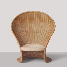 """Just sitting in this chair must make you feel like a mermaid! Its the beautiful """"Foglia"""" Wicker Lounge Chair by Giovanni Travasa. Wicker Lounge Chair, Rattan Chairs, Room Chairs, Woven Chair, Furniture Decor, Furniture Design, Retro Dining Chairs, Chairs For Sale, Interiores Design"""
