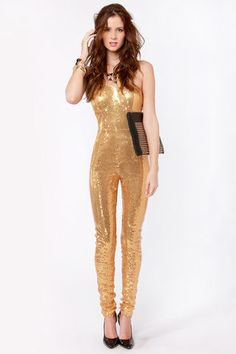 #lulusholiday  MAYBE I could pull this off.   http://pinterest.com/sairbare/lulu-s-december-delights/