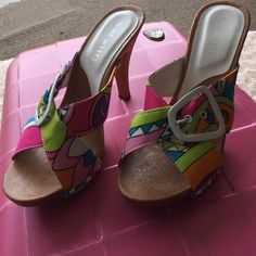 👠Reduced NWOT Nine West. Never worn, with box! NineWest Lovesomes heels. NEVER WORN! Upper multi colored fabric with white painted metal buckle to adjust width if desired. Padded insole heel.  Size 9 medium width. Original box included if desired. 👠👠 Nine West Shoes Heels