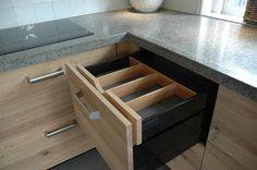 Detail besteklade maatwerk keuken