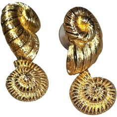 Pre-owned Vintage Christian Dior Seashell Pierced Earrings ($73) ❤ liked on Polyvore featuring jewelry, earrings, accessories, gold, christian dior jewelry, vintage jewellery, seashell jewelry, christian dior and shell jewelry