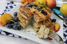 Lemon and poppy seed is one of those classic combinations. Our delicious and much loved gluten free pancakes! Almond Recipes, Dairy Free Recipes, Vegan Recipes, Cooking Recipes, Gluten Free Pancakes, Vegan Baking, Vegan Food, Brunch Dishes, Le Chef
