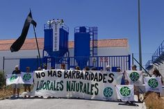 Ecologistas en Acción coloca la bandera negra en la ineficaz depuradora de Barbate   JerezSinFronteras.es