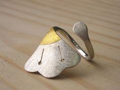 Ring   Marta Sanchez Oms. 'Flor de Lotus'. Sterling silver, 24k gold.
