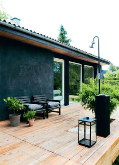 Fra ruin til stilren terrasse - Boligliv - ALT. Outdoor Living Rooms, Outside Living, Outdoor Spaces, Outdoor Life, Outdoor Decor, Facade House, Black House, My Dream Home, Exterior Design