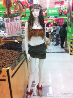 A mannequin in a Chinese supermarket dressed with Vegies and Seaweeds (via twitter: @ Pleasure54)