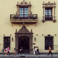 Look around Casa Frias Helguera San Miguel de Tucumán . @ARQgentina #ARQgentina . #arquitectura #architecture #Tucumán #Argentina #minimal_lookup #argenpuertas #mybeautifulair #imagephilia @tucuman_ciudad by gonzalotrejo_