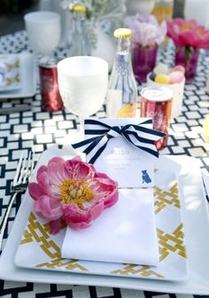 Black, white + hot pink tabletop