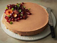 Suklaa-viskikakku on aikuiseen makuun sopiva jälkiruoka. Tarjoa kahvin kanssa. Yams, Dessert Recipes, Desserts, Baking Tips, Recipe Collection, I Love Food, Cheesecakes, No Bake Cake, Thanksgiving