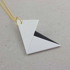 Die Origami Kette in schwarz und Weiss