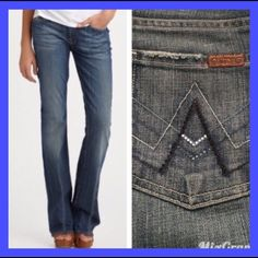 """7 FAM: A pocket jeans - sz 25 Bootcut jeans with a 30"""" inseam, 7.5"""" rise, and 19"""" leg opening.. They measure 14.5"""" across the top of the waist when laying flat.. They r in EXCELLENT condition!! 7 for all Mankind Jeans Boot Cut"""