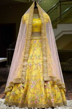 Lehenga Choli Designs, Ghagra Choli, Gharara Designs, Designer Bridal Lehenga, Indian Bridal Lehenga, Bridal Sarees, Raw Silk Lehenga, Yellow Lehenga, Floral Lehenga