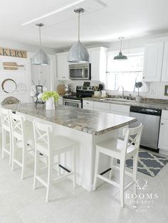 Let us help you get inspired for your remodel or redesign of your kitchen with these 100 decoration ideas and photos. Open Plan Kitchen, Kitchen Dining, Kitchen Decor, Kitchen Island, Kitchen Booths, Kitchen Ideas, Kitchen Grey, Kitchen Styling, Dining Room