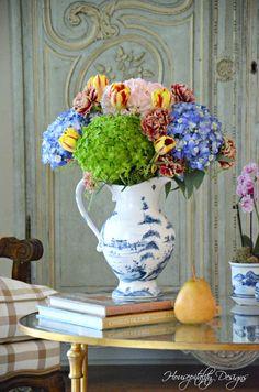 Summer Flower Arrangement in Blue and White Summer Flower Arrangements, Flower Centerpieces, Summer Flowers, Summer Colors, Floral Arrangements, Types Of Flowers, Large Flowers, My Flower, Flower Power