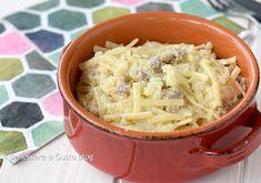 Pasta con salsiccia e cavolfiore, primo piatto di pasta risottata gustosa e veloce da preparare con salsiccia sbriciolata