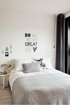 black n white bedroom Beautiful Bedrooms, New Room, Dream Bedroom, Room Inspiration, Bedroom Decor, Design Bedroom, Warm Bedroom, Wall Decor, Bedroom Black