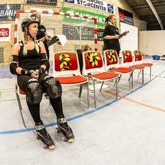 !!!BULLIES IN THE BOX!!! Here we have Harely Haze taking 30 well needed seconds to cool off - She better watch those forearms!  photo by our favourite @brknrib  #aalborg #aalborgrollerderby #aalborgcombarbullies #combatbullies #rollerderby #derby #derbygirl #derbylove #derbytraining #skater #skating #skatelikeagirl #likeagirl #hardhitting #hitlikeagirl #forarms #box #crimerider #rollergirl #mitaalborg #visitaalborg #workout #bout #badass #cooloff #badgirl by aalborgrollerderby