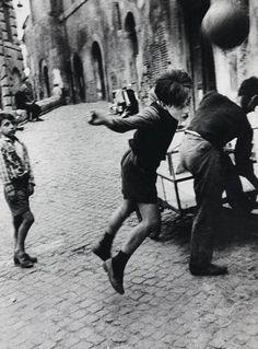 Photo by William Klein     Trastevere, Rome, (1956)