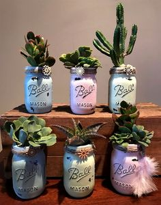 56 Incredibly Amazing DIY Succulents Project Ideas The benefit of succulents is they can be indoors OR outdoor plants. They go beyond hens and chicks there are many types of succulents. Mason Jar Crafts, Mason Jar Diy, Suculentas Diy, Fleurs Diy, Cactus Decor, Cactus Art, Cacti And Succulents, Succulent Ideas, Mason Jar Succulents
