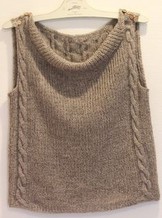 Hand knit Tunic sweater grey eThis Pin was discovered by patTintoretto Vest in CHANTAL: This reversible tabard vest can be worn with the sides open or totally laced-up. Knit Vest Pattern, Knitting Patterns, Knitting Blogs, Baby Knitting, Knit Or Crochet, Knitwear, Sweaters, Clothes, Tunic Sweater