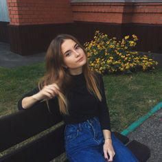 pose for picture/photo, one person Insta Pictures, Poses For Pictures, Aesthetic Women, Aesthetic Girl, Cute Clothes Tumblr, Ootd Poses, Foto Casual, Instagram Pose, Insta Photo Ideas