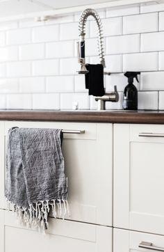 White kitchen / Details / Subway tiles / Noora&Noora nooraandnoora.com