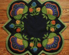 Tapis de laine applique sou motif Fleurs par HorseAndBuggyCountry