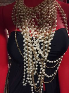 Bellissima collana con fili di perle e catenine color oro.  #Roma #shopping #bcomebellezza #fashion