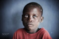 Startling eyes - A blue eyed African boy from the Ari tribe in the Omo valley of Ethiopia. Blue Eye Facts, Photo Triste, Black With Blue Eyes, Beautiful Children, Black People, Beautiful Eyes, Poster Size Prints, Portrait Photography, Digital Prints