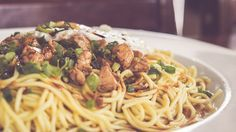 Espagueti con lomo en salsa agridulce