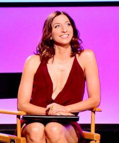 Chelsea Peretti, Brooklyn 99 Chelsea Peretti, Brooklyn Nine Nine, Actors, Camisole Top, Tank Tops, Women, Fashion, Moda, Halter Tops
