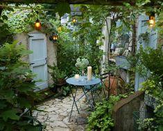 315151 Small Courtyard Gardens, Small Courtyards, Small Gardens, Side Garden, Garden In The Woods, Home And Garden, Herb Garden, Very Small Garden Ideas, Cottage Garden Design