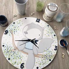 Manualidades Clock Art, Diy Clock, Baby Painting, Painting For Kids, Lama Animal, Wall Clock Nursery, Wood Crafts, Diy And Crafts, Baby Room Design