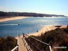 A praia do Farol, é uma das principais praias de Vila Nova de Milfontes. Situa-se em plena foz do Mira, na margem norte do rio. Esta praia é conhecida pela sua fraca ondulação, proporcionando um óptimo local para as famílias com crianças. A praia do Farol é concessionada e possuí vigilância. Infra-estruturas de apoio –… Portugal, Rio, Surf, Road Trip, Beach, Water, Outdoor, Beaches, Places